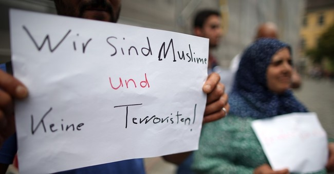 Minister: Bavaria bomber in online chat before attack