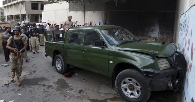 Gunmen kill 2 army soldiers in southern Pakistan