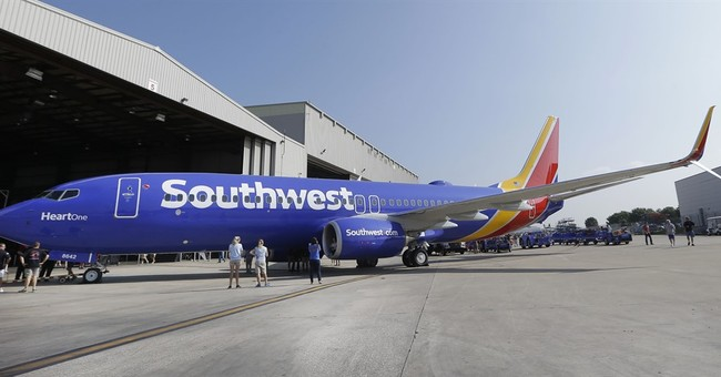 Cheaper fuel boosts 4Q profit at United, Southwest