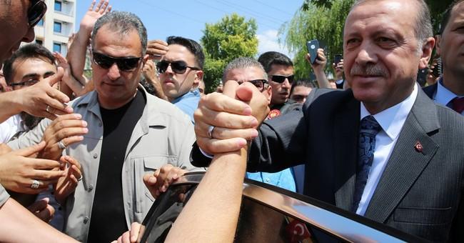 Turkey's top military commander keeps post