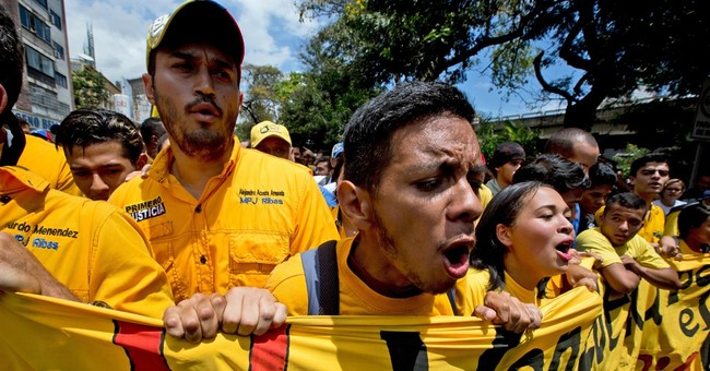 Venezuelan opposition seats lawmakers in challenge to Maduro