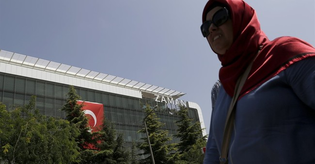 "EU calls Turkey's crackdown on media ""worrying"""