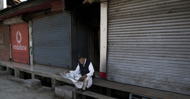 Indian authorities re-impose curfew in Kashmir's main city