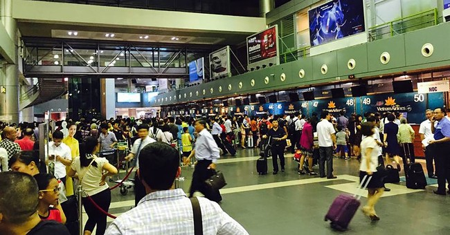 Flight info screens at Vietnam's 2 major airports hacked