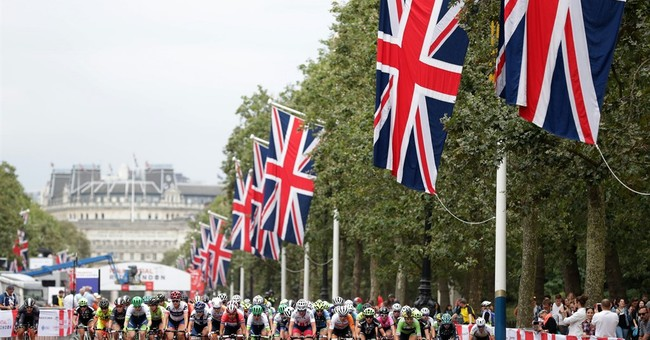 2 cyclists injured as separate crashes snarl RideLondon race