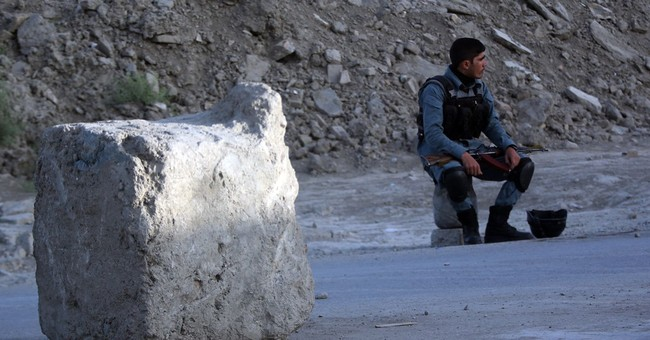Afghan ministry: 1 policeman killed in Kabul hotel attack