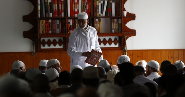 French Muslims to create foundation to finance mosques