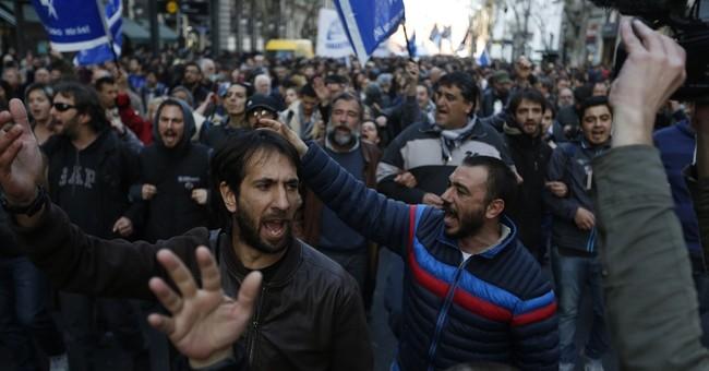 Judge lifts arrest warrant for Argentine human rights leader