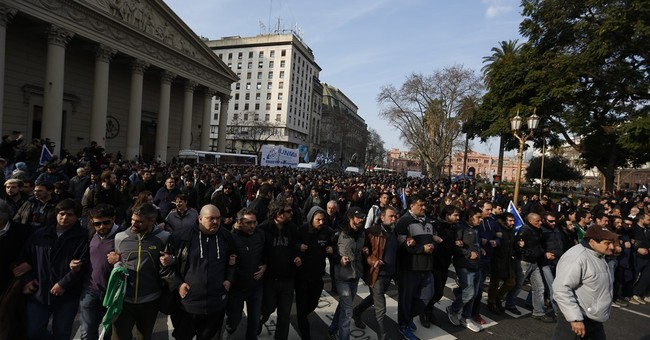 Mothers of Plaza de Mayo head ordered arrested  in Argentina
