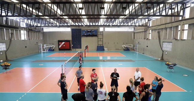 Decorated former player Karch Kiraly coaches women his way