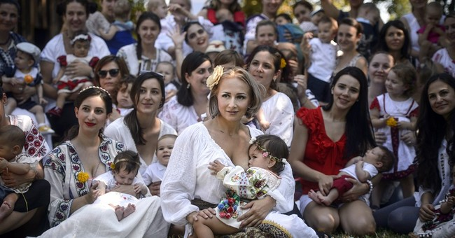 Romanian mothers  gather at museum to promote breastfeeding