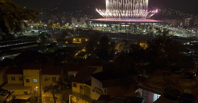 Rio's poor watch Olympic opening from rooftops of slum