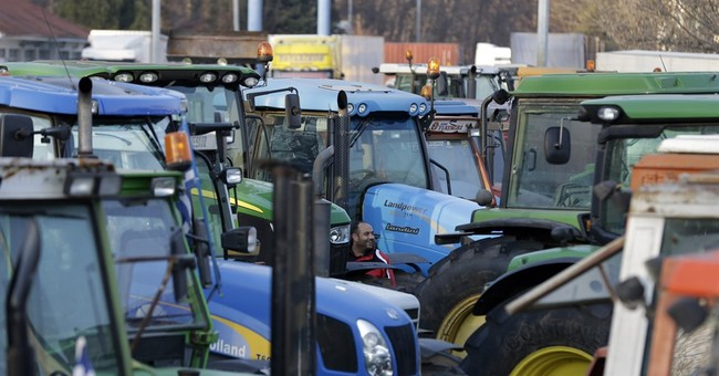 Greek farmers temporarily block highways to protest reforms