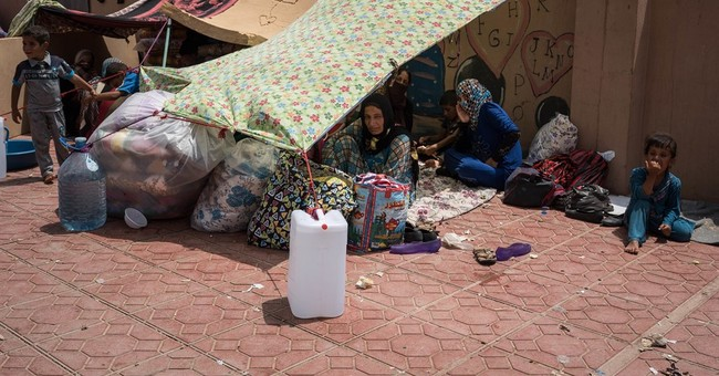 Iraqis flee Mosul campaign for packed and underequipped camp