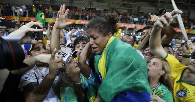 Rafaela Silva wins Brazil's 1st gold of Rio Olympics in judo