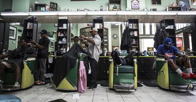 Michael Phelps takes selfie at Atlanta barbershop