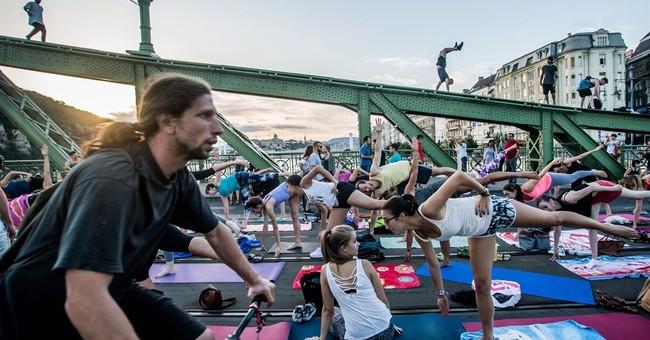 Hundreds take part in yoga classes on bridge in Budapest