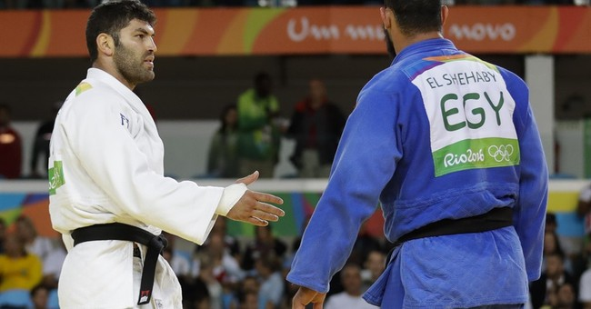 Egyptian judo athlete refuses to shake Israeli's hand