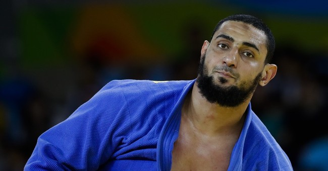 IOC reprimands Egyptian who wouldn't shake Israeli's hand