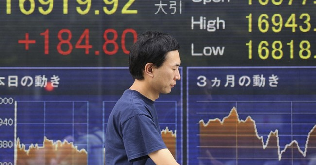 US stock indexes edge mostly lower; oil rises