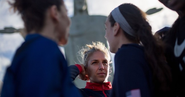 US women's basketball team visits Christ the Redeemer statue