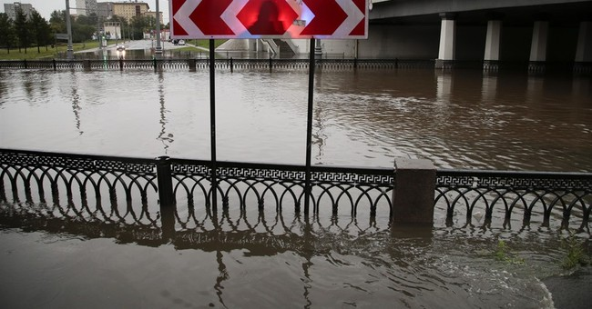 Heavy rain causes Moscow river to overflow, floods streets
