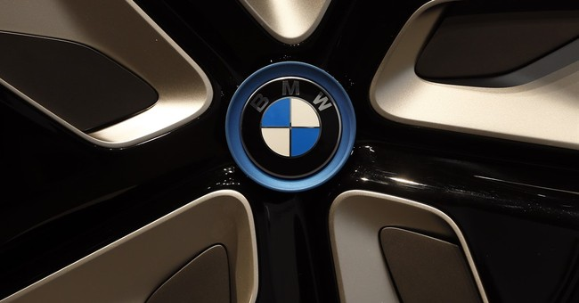 Sausage strife in Germany: Pedestrian hits BMW with bologna
