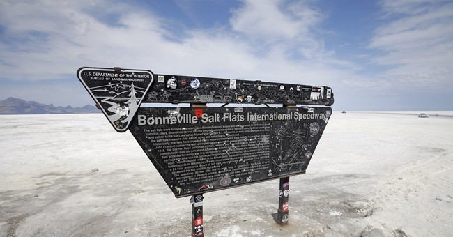 Racers whip across Utah's famed salt flats after 2 years off