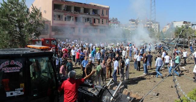 14 killed in attacks on police, military in Turkey; 220 hurt