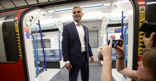 London mayor calls on Labour Party members to replace leader