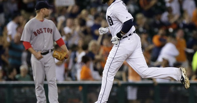 Ortiz homers after being honored, Red Sox beat Tigers 3-2