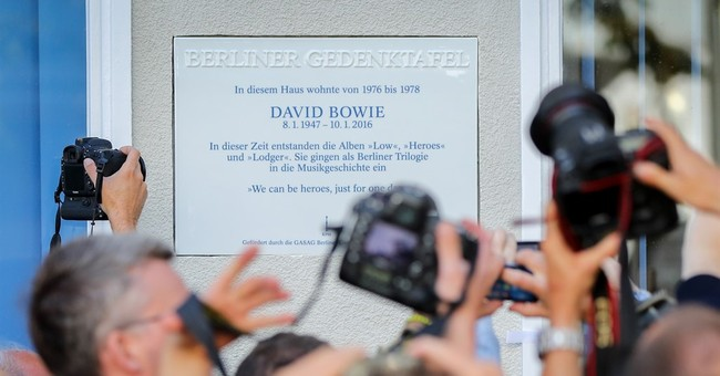 Remembering 'Heroes': Berlin unveils plaque to David Bowie