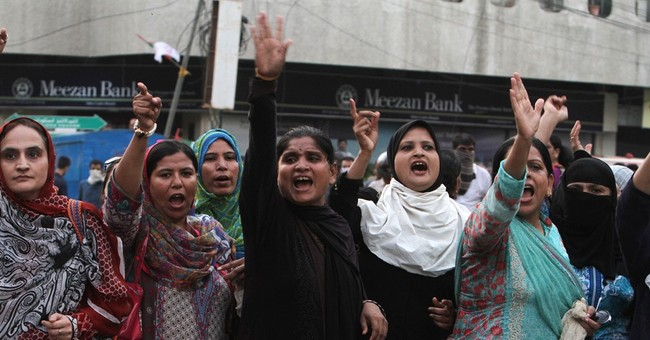 Pakistani protesters attack TV stations, 1 killed