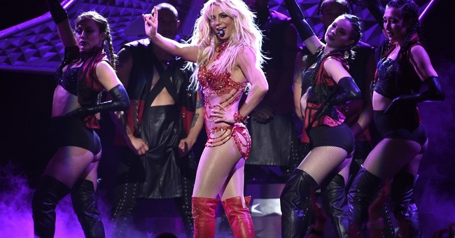 Britney Spears raffles clothes for Louisiana flood victims