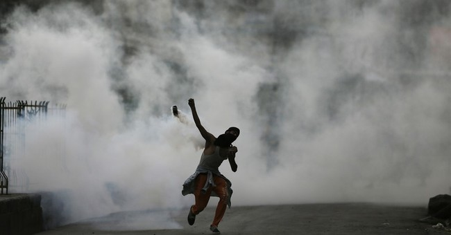Indian troops fire at Kashmir protesters; 14 injured