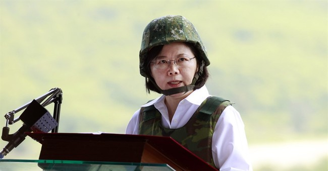 Image of Asia: Speaking to Taiwan's troops at military drill