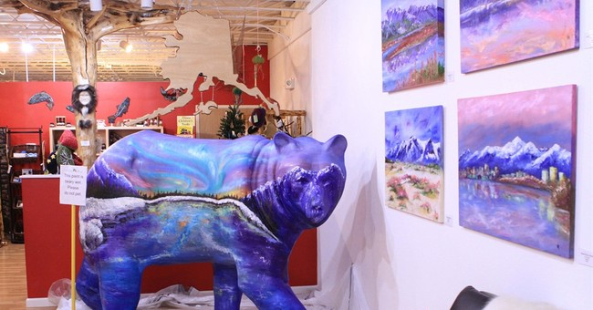 Alaskans live among bears _ both real and brightly colored