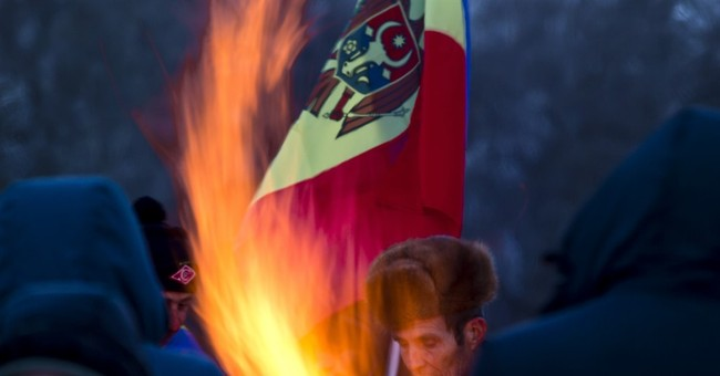 15,000 protest in Moldova to demand an early election