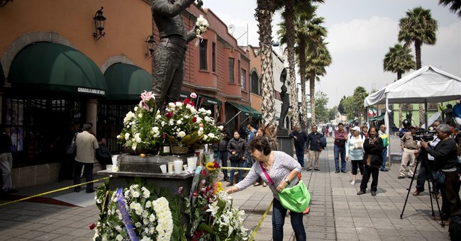 Mexicans say 'adios' to beloved singer Juan Gabriel