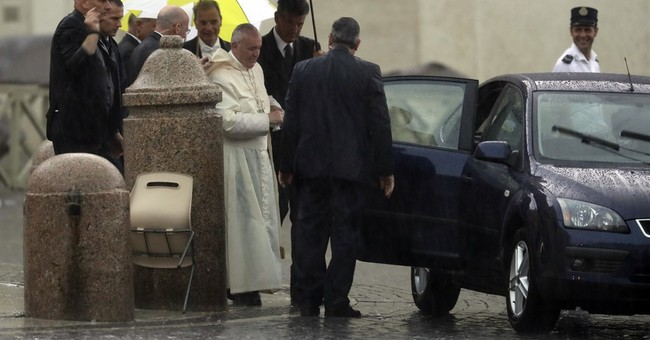 Pope applauds Colombia peace deal but sidesteps truth panel