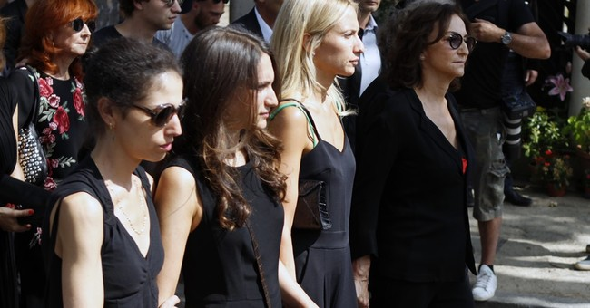 Designer Sonia Rykiel buried, praised for changing the rules