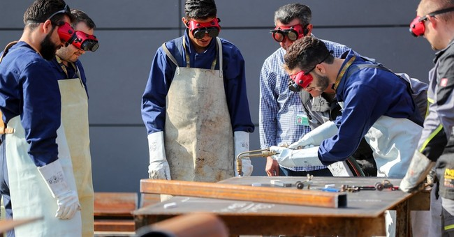 German army teaches Syrian refugees reconstruction skills