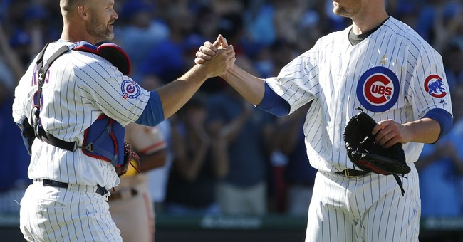 Lester takes no-hitter into 7th, hot Cubs top Giants 2-1