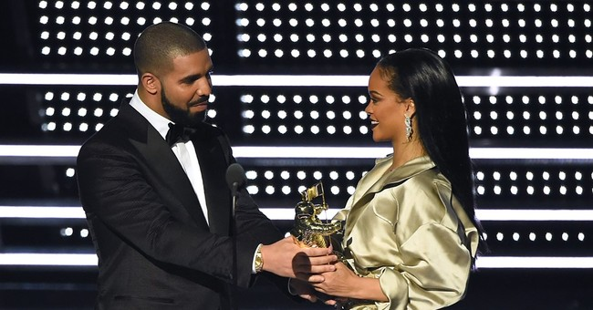 Rihanna thanks Drake for 'touching' MTV VMA speech