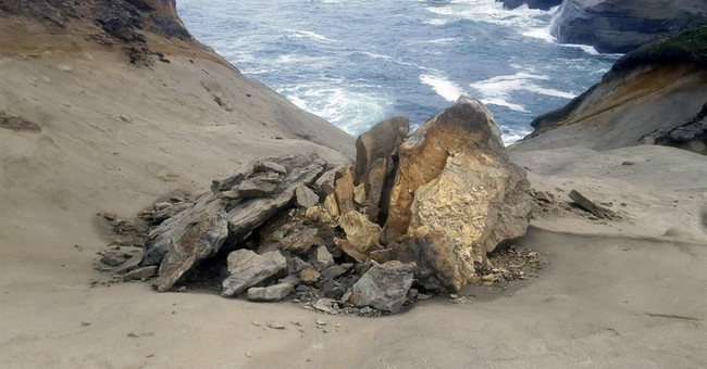 Video shows vandals destroying popular Oregon rock formation