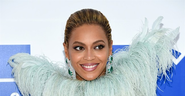 Beyoncé, under vocal rest, postpones MetLife Stadium concert