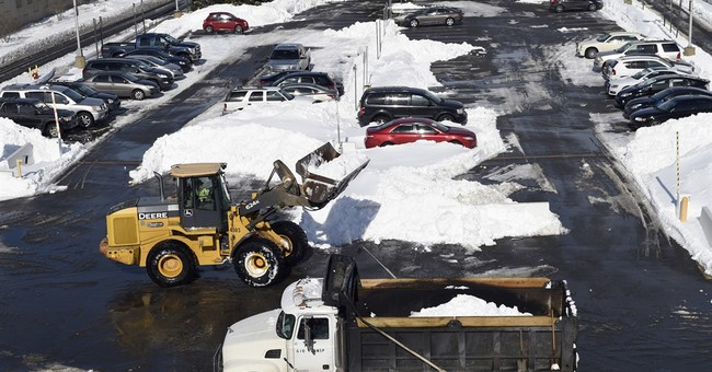 Flight cancellations, delays persist in wake of US blizzard