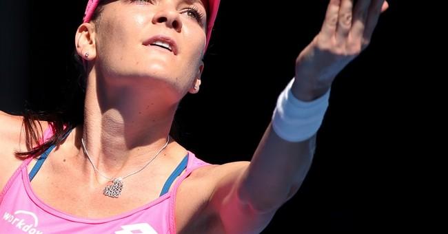 Williams beats Sharapova; Djokovic, Federer to meet in semis