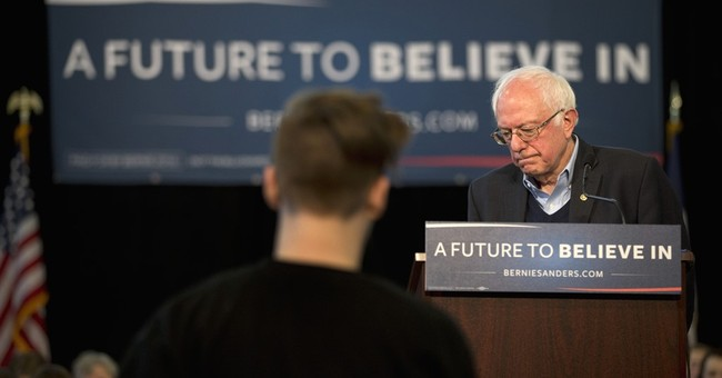 Sanders hands Iowa crowd the mic in a push to get personal