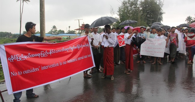 1,000 in Myanmar protest Annan's role on Rohingya commission